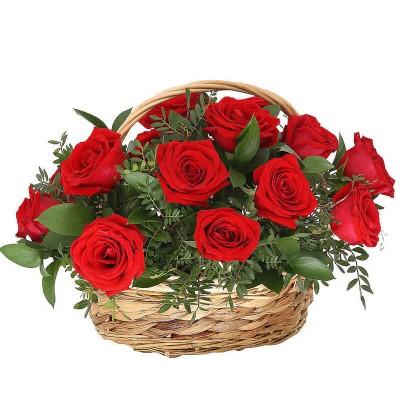 15 роз в корзинке