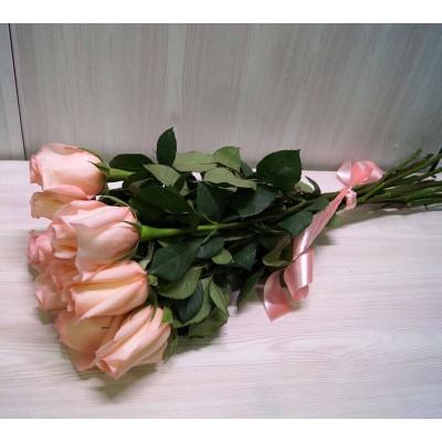11 светло-розовых роз